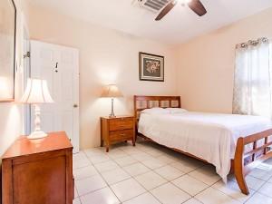AA1 Bed Room with Queen size Bed and en suite bathroom