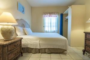 Queen size bed with en suite bathroom